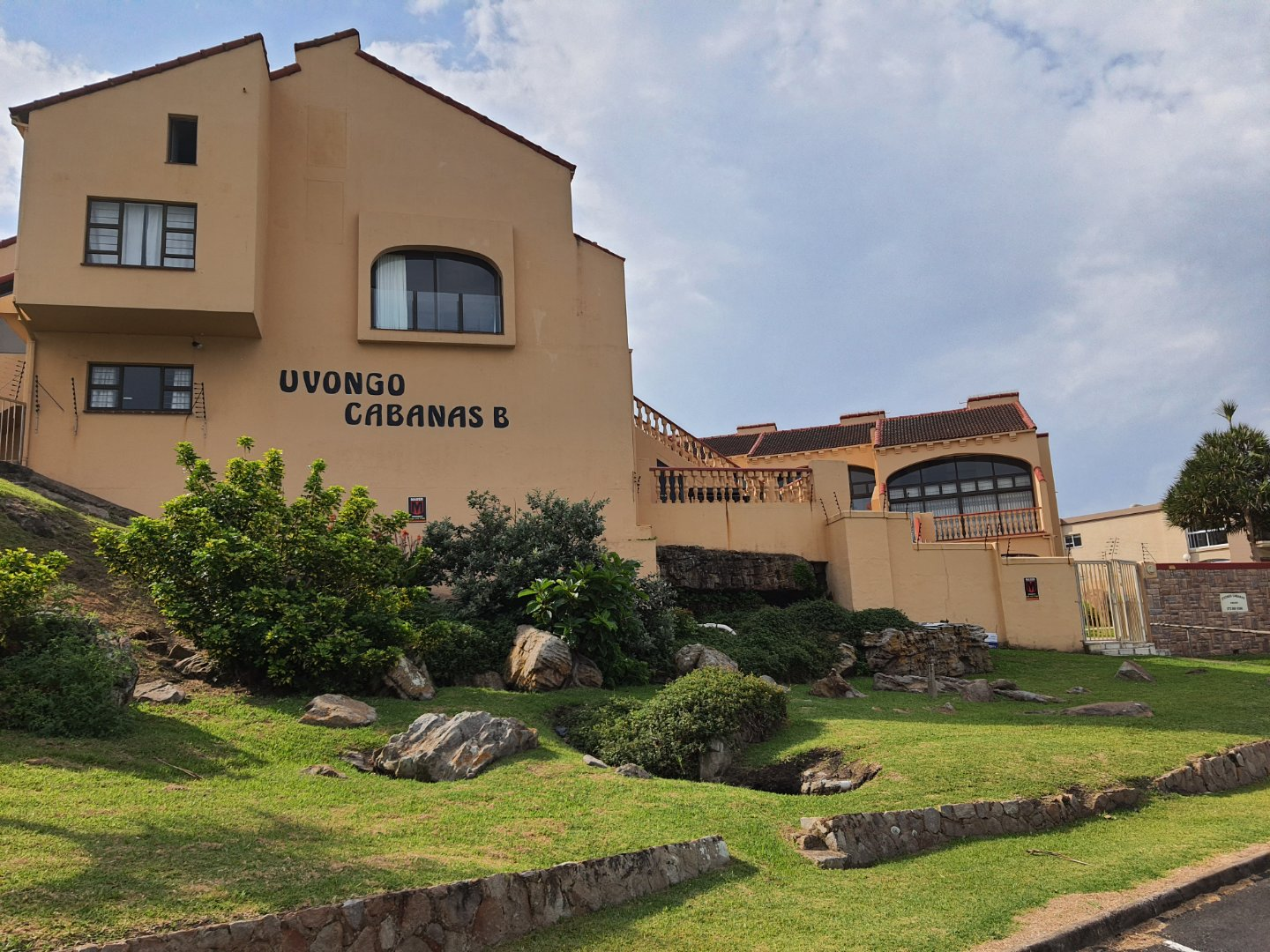 Popular complex facing Uvongo Beach. Pet friendly and priced to sell.